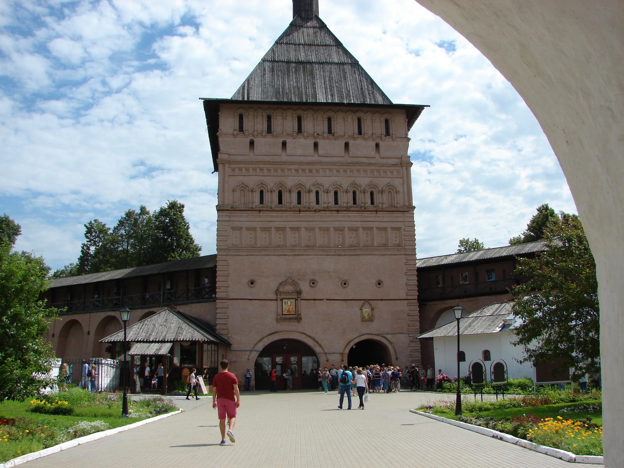 Obronny monastyr - brama wjazdowa