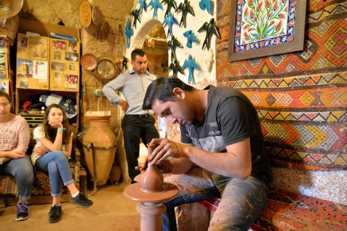 Garncarz z Avanos przy pracy
