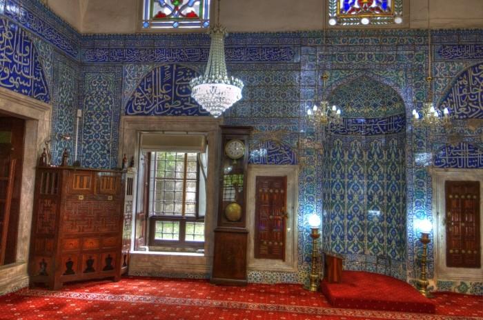 Wizyta w meczecie może być niezapomnianym przeżyciem, zwłaszcza w tak ładnym, jak Çinili Camii w Stambule