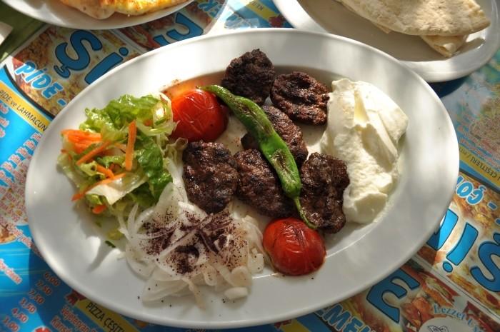 Köfte z restauracji Şimşek Pide