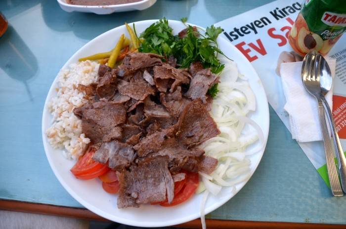 Et kebab z restauracji Gülizar Döner
