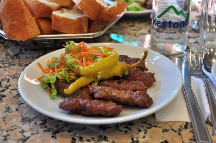 Köfte z restauracji Meşhur Sultanahmet Köftecisi