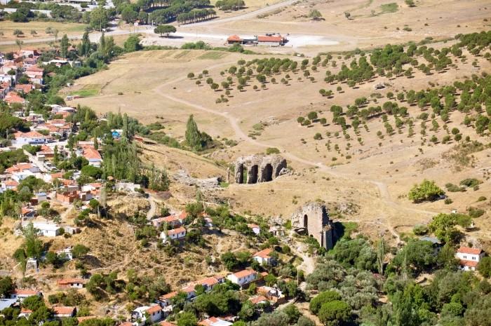 Ruiny amfiteatru w Bergamie, widziane z Akropolu