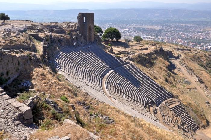 Hellenistyczny teatr na Akropolu Pergameńskim