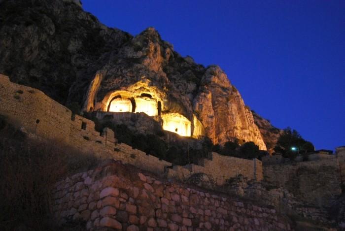 Grobowce królów pontyjskich w Amasyi