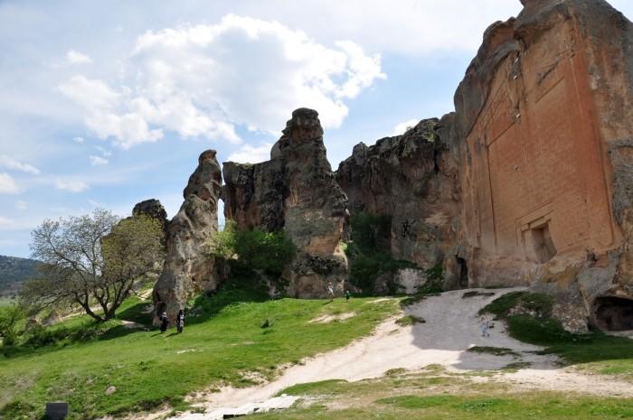 Monument naskalny znany jako Yazılıkaya w okolicach miasta Eskişehir