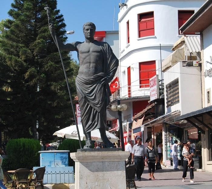 Pomnik Attalosa II w Antalyi