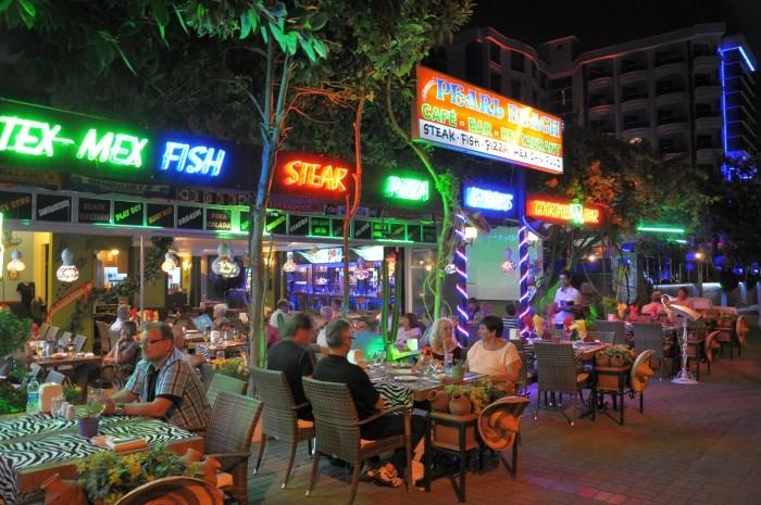 Typowa restauracja turystyczna w Alanyi - takich placówek unikaliśmy