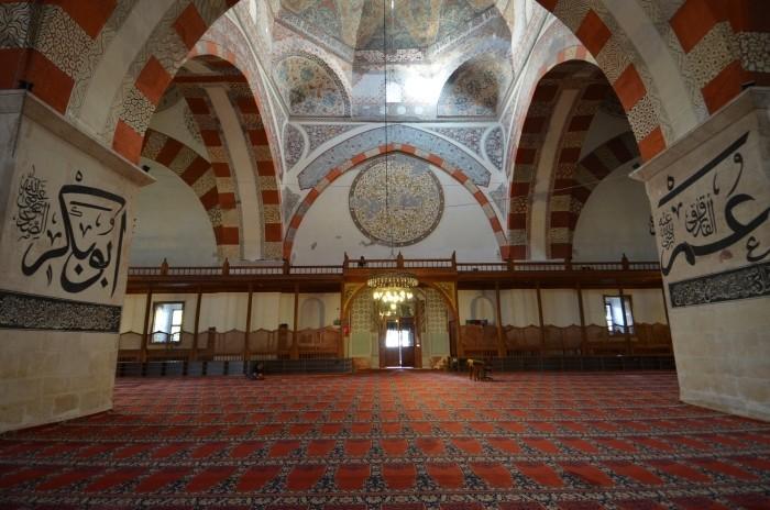 Wnętrze meczetu Eski Camii