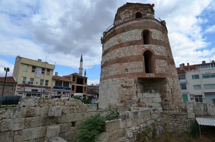 Wieża Macedońska i fragment dawnych murów obronnych Adrianopola