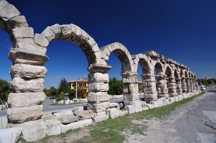 Rzymski akwedukt w Kemerhisar