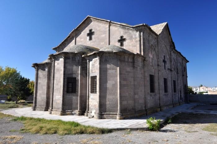 Opuszczony kościół w Derinkuyu