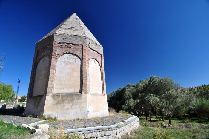 Seldżuckie mauzoleum w Selime