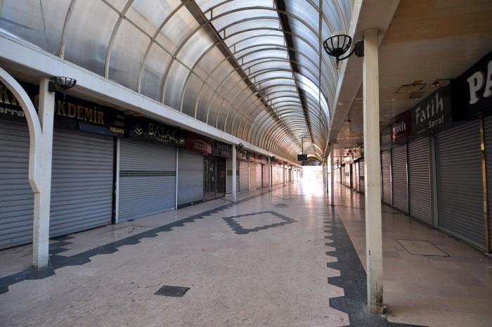 Wielki, chociaż pusty, Bazar