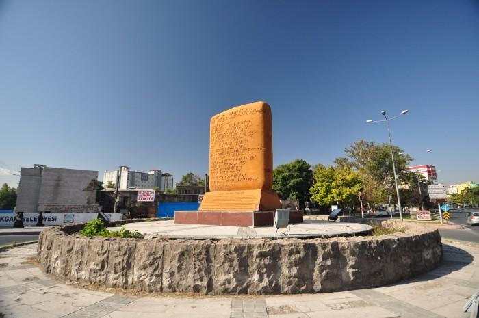 Pomnik tabliczki z pismem klinowym