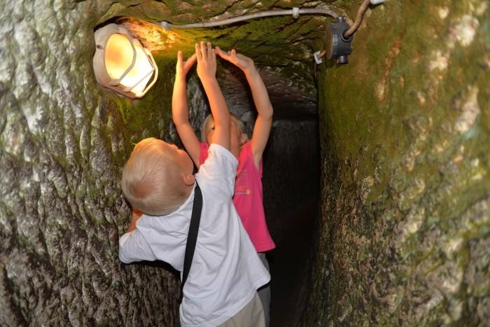 Testowanie wysokości korytarza w podziemnym mieście Özkonak