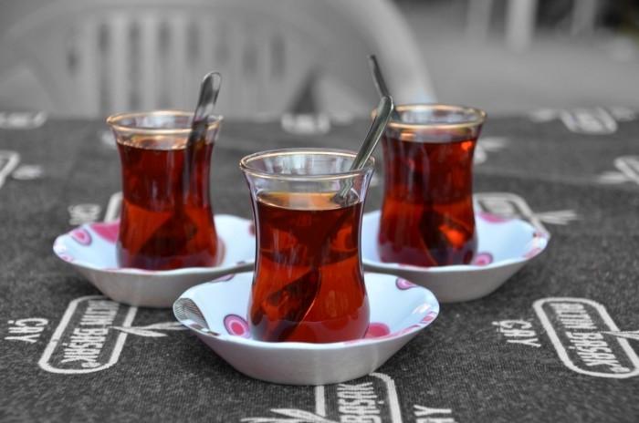 Herbata podana w tureckim stylu
