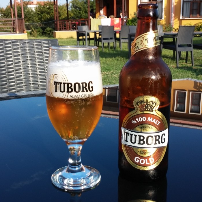 Tuborg licencyjny, podawany w Turcji