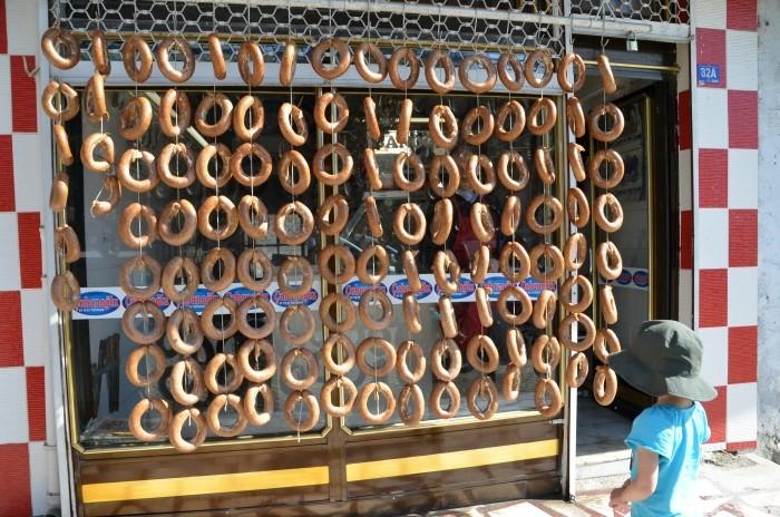Sucuk dojrzewa na słońcu w Afyonie