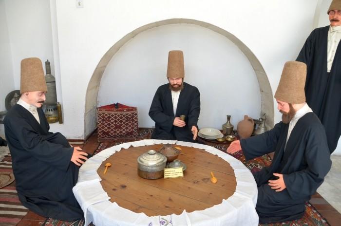 Scena ukazująca zakonników przy posiłku - ekspozycja muzealna