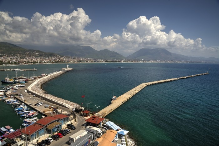 Widok na port z Czerwonej Wieży w Alanyi