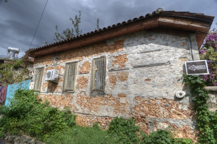 Zabytkowy dom w dzielnicy Ehmedek
