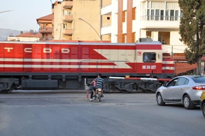 Pociąg przejeżdżający przez Alaşehir