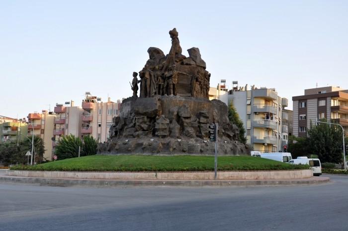 Rondo w centrum Alaşehir