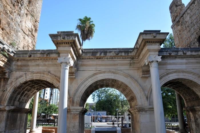 Wewnętrzna fasada Bramy Hadriana w Antalyi
