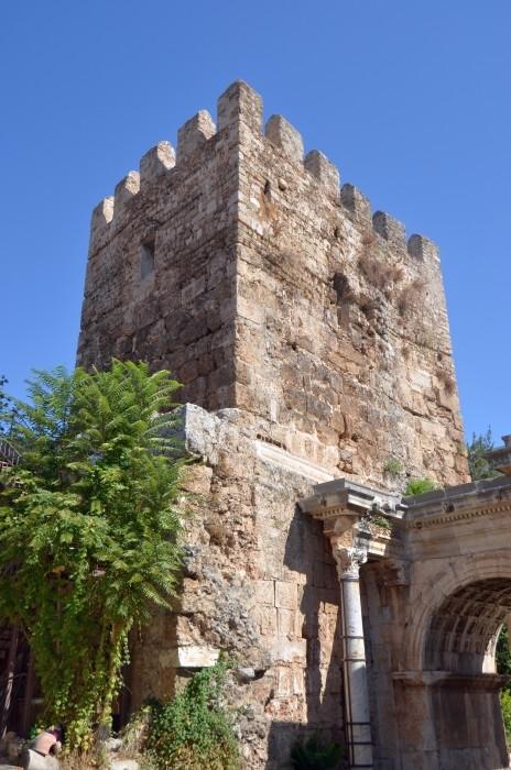 Wieża seldżucka przy Bramie Hadriana w Antalyi