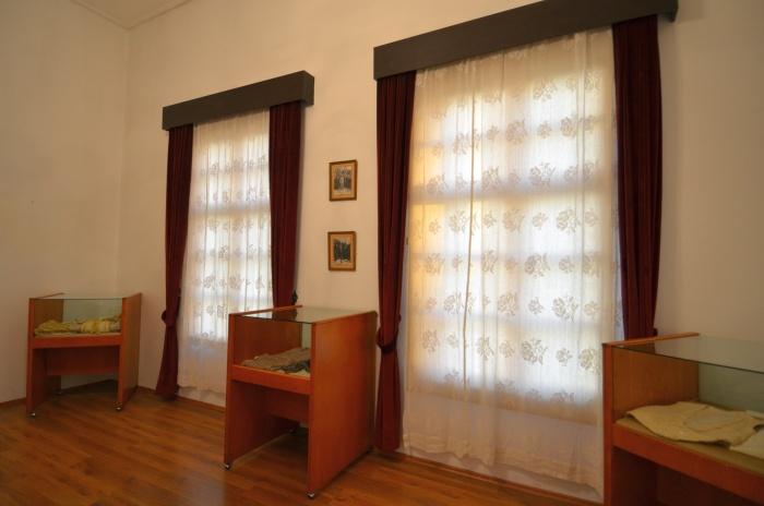 Gabloty z ubraniami wodza - ekspozycja w Domu Atatürka w Antalyi