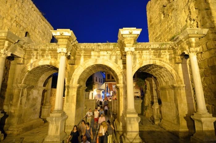 Brama Hadriana w Antalyi