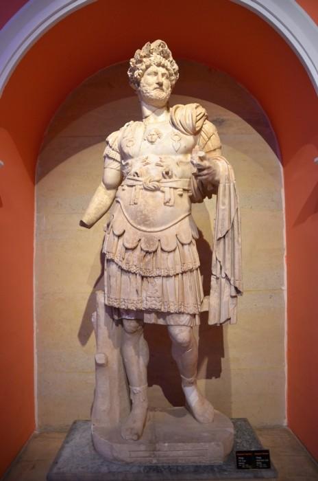 Cesarz Hadrian w pełnym rynsztunku