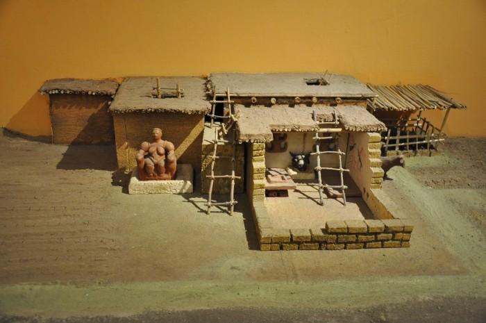 Miniaturowa rekonstrukcja domu z Çatalhöyük