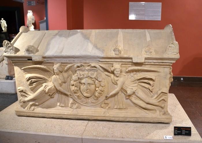 Sarkofag z medalionami