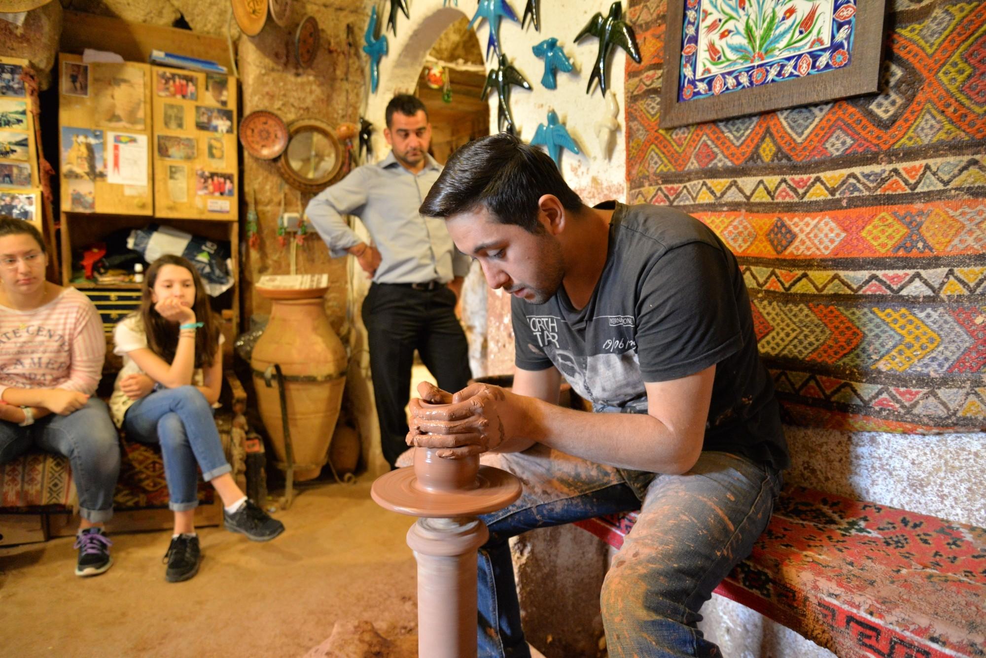 Pokaz z kołem garncarskim w Avanos