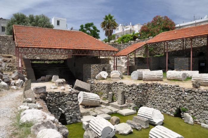 Schody i komora grobowa Mauzoleum w Halikarnasie