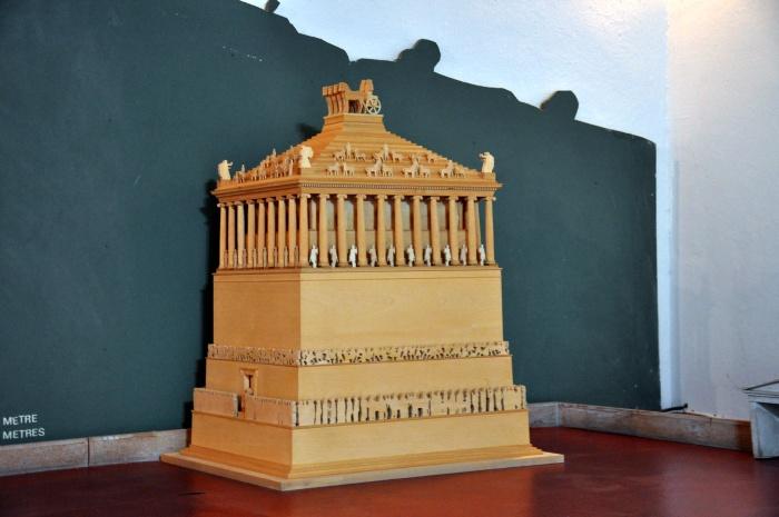 Miniaturowy model Mauzoleum z Halikarnasu