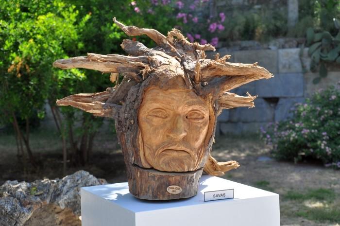 Rzeźba w drewnie autorstwa Fundy Gözde