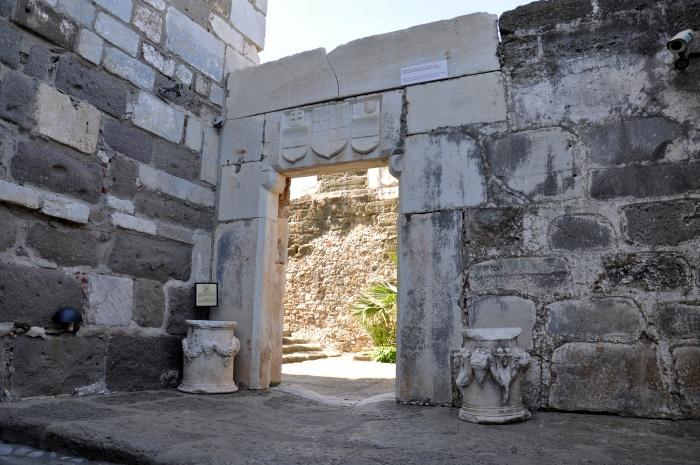 Brama prowadząca na Zamek Świętego Piotra
