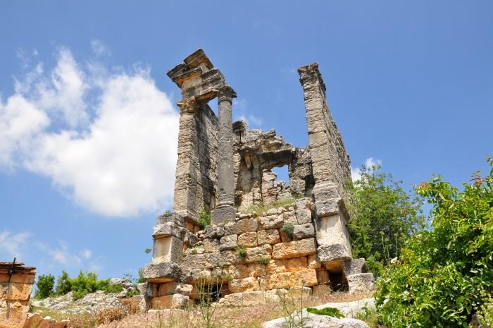 Wolnostojący antyczny grobowiec w Cambazlı