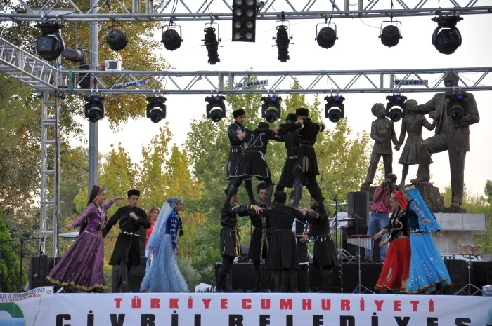 Występy folklorystyczne na festiwalu w Çivril