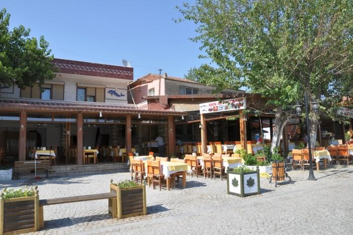 Jedna z restauracji przy świątyni Apollina