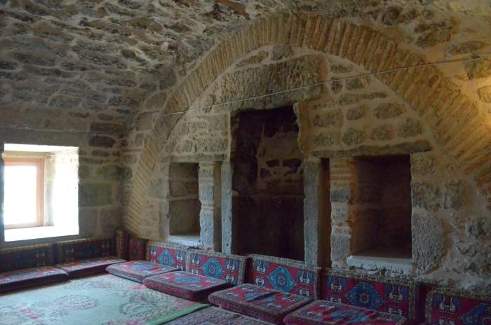 Wnętrze karawanseraju w Döğer