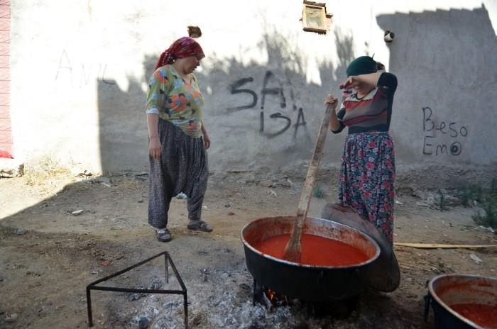 Produkcja przecieru pomidorowego w Edremicie