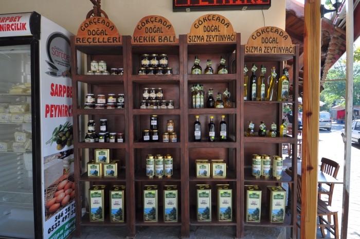 Sprzedaż produktów lokalnych z wyspy Gökçeada