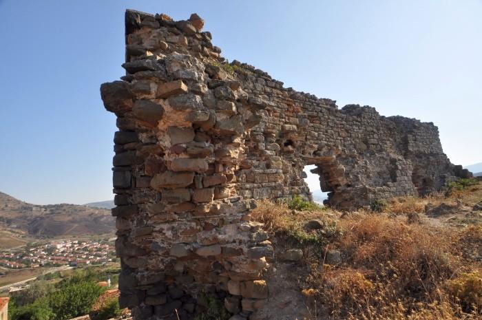 Ruiny genueńskiej twierdzy w Yukarı Kaleköy