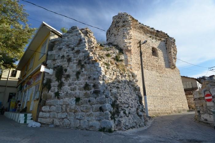 Fragment murów obronnych na terenie Gölyazı