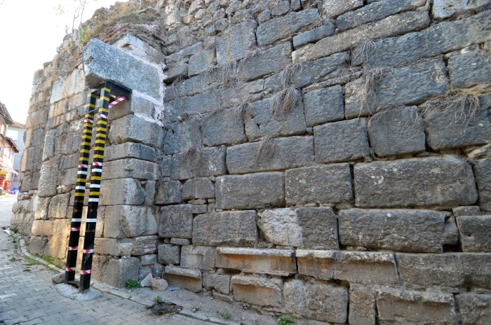 Bizantyjskie mury obronne, wspierane nowoczesnymi rozwiązaniami