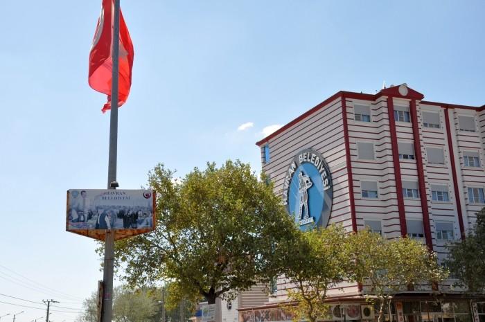 Urząd Miejski w Havran - z podobizną kaprala Seyita